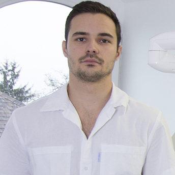 Dr. Csillag Gergely fogorvos